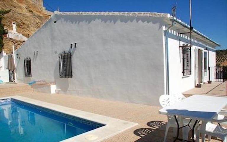 Villa with Swimming Pool in the heart of Iznájar! - Iznájar - Villa