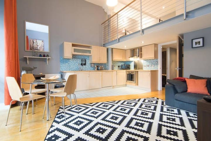 Open plan mezzanine in the heart of Glasgow - Glasgow - Apartamento
