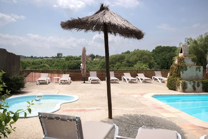 Apartment with 2 bedrooms in Llampaies, with shared pool, enclosed garden and WiFi - 17 km from the beach