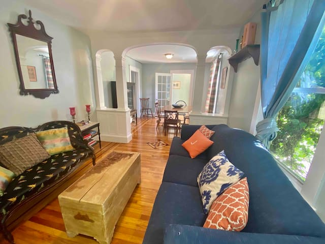 *LONG TERM WINTER SPECIAL* Historic District 2 Bed