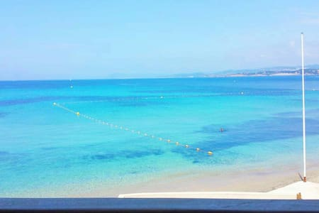 Vue mer sublime, plage semi-privée, parking privé