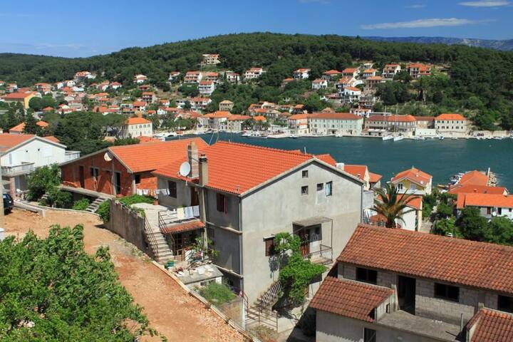 Two bedroom apartment with balcony and sea view Jelsa, Hvar (A-8746-a)