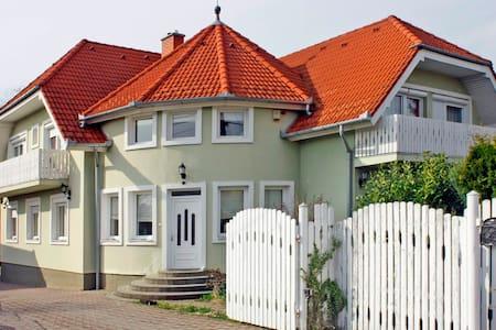 Egerszeghegyi villa felső szintje - Zalaegerszeg - House