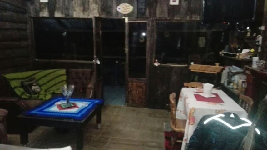 Cabaña de montaña a sólo veinte min - Jericó desamparados  - House
