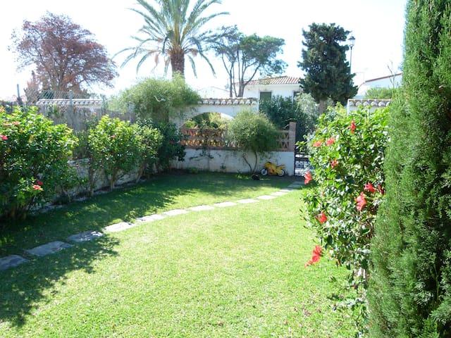 Playa Chucha - Chalet con jardin - La Chucha - บ้าน