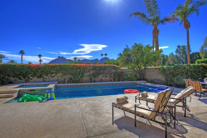 Indian Wells Pool/Spa home with view of mountains