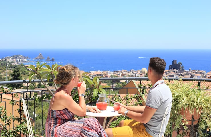 Private Room with sea view-Catania, Etna, Taormina