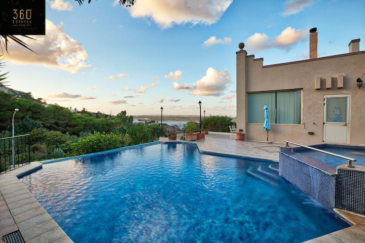 A wonderful 3Bed Villa with magnificent Pool/Views