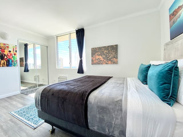 PRIMO Ocean View TWO Bedrooms TWO Full Bathrooms Extra Large Balcony - Rooftop terrace with Pool --- plus AC, WIFI, TV, PARKING
