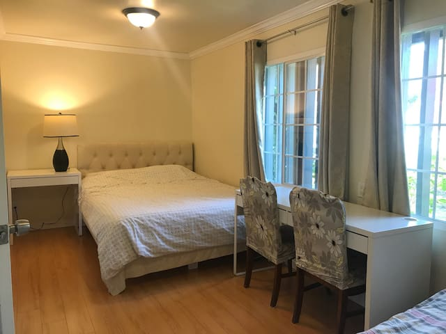 1BD/1Bth apt in house 整套,高尔夫球场内,E型 - Walnut - Apartment