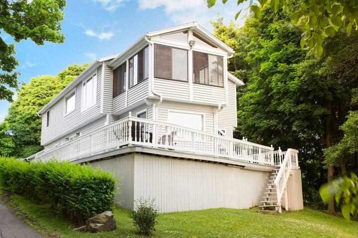 Modern Lakeside Luxury Home