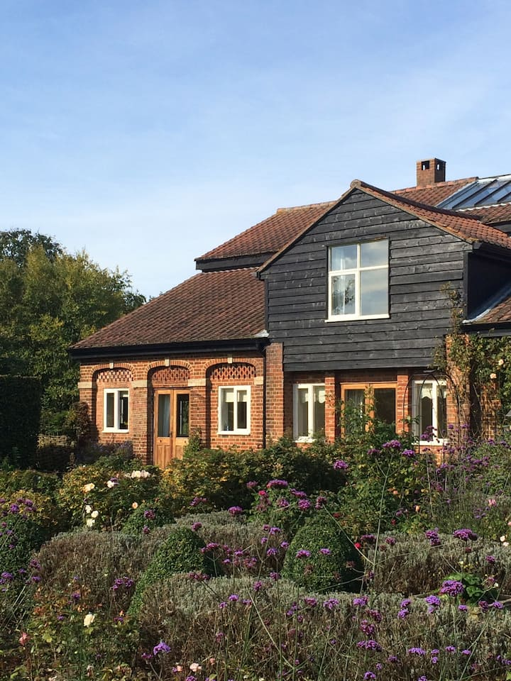 Nr Stansted Airport, charming home