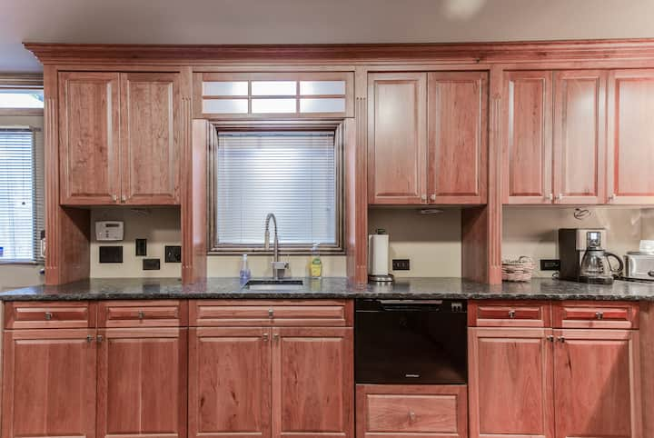 Private Apartment with Luxury Finishes - 1bd/1ba