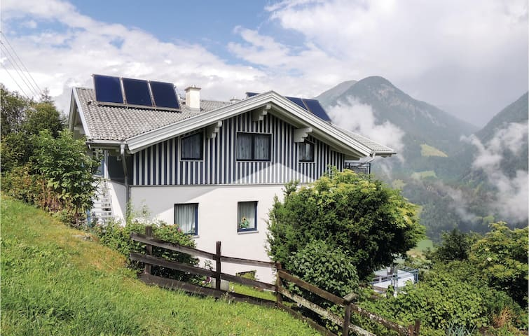 Holiday apartment with 2 bedrooms on 68m² in Mörtschach