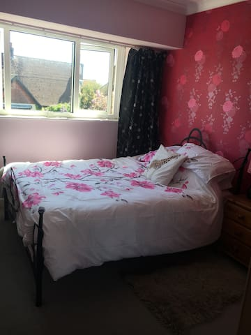 Charming double room in house on private estate