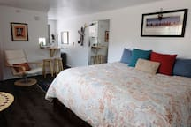 Lovely space to hideaway after hiking local trails.  Bright, clean, and comfy space is awaiting for your respite.