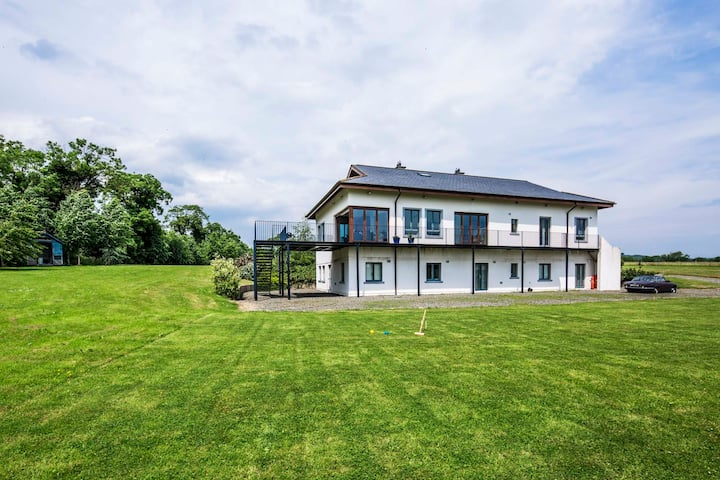 Luxury Villa Tankardstown , Slane - Sleeps 14
