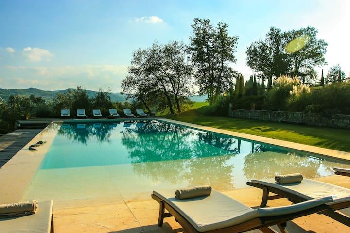 Luxury wine estate, pool,tennis, horses,half board