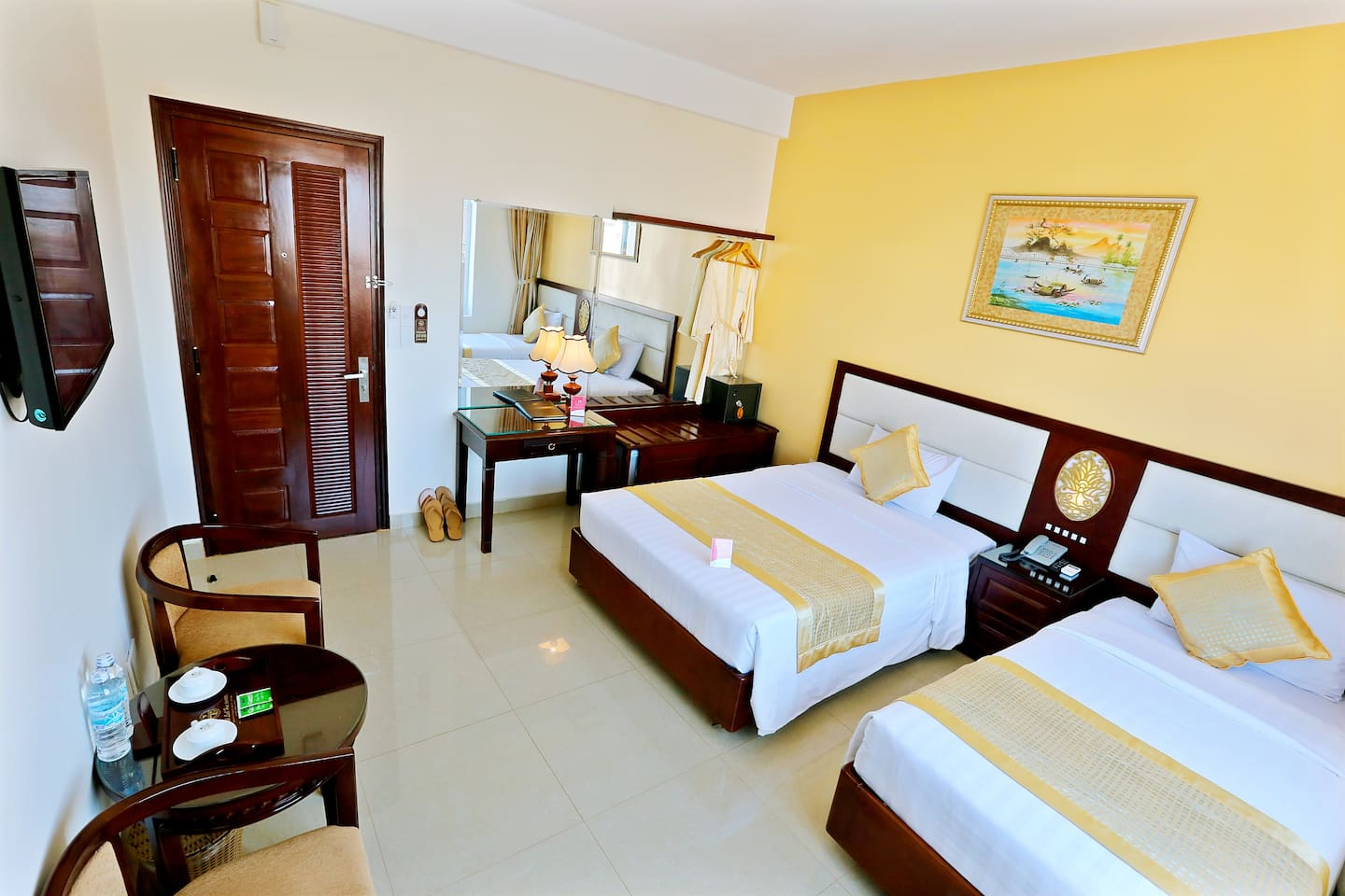 A twin room with fully-equipped.