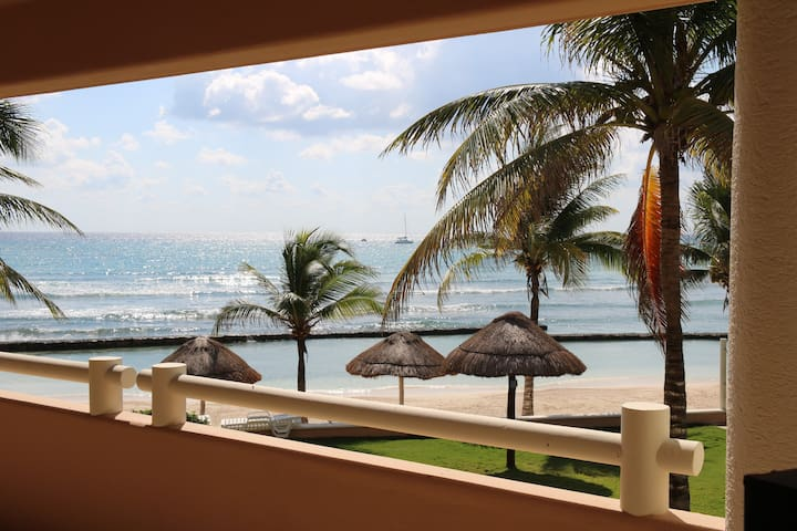 3 BEDROOM BEACH FRONT CONDO. - Puerto Aventuras - Apartment