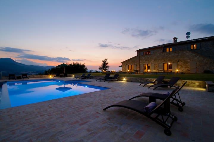 Amazing Villa With Mountain Views - Santo Stefano - 別荘