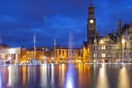 Charming City Apartment - Sleeps 6 - Bradford - Lägenhet
