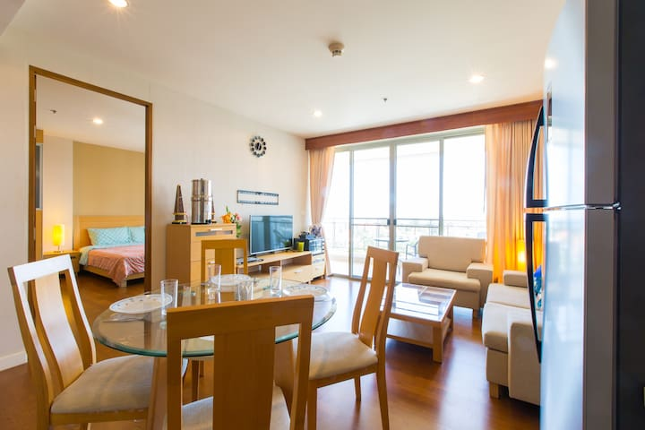 1 DELUXE BR HUA HIN Seaview located at beachfront