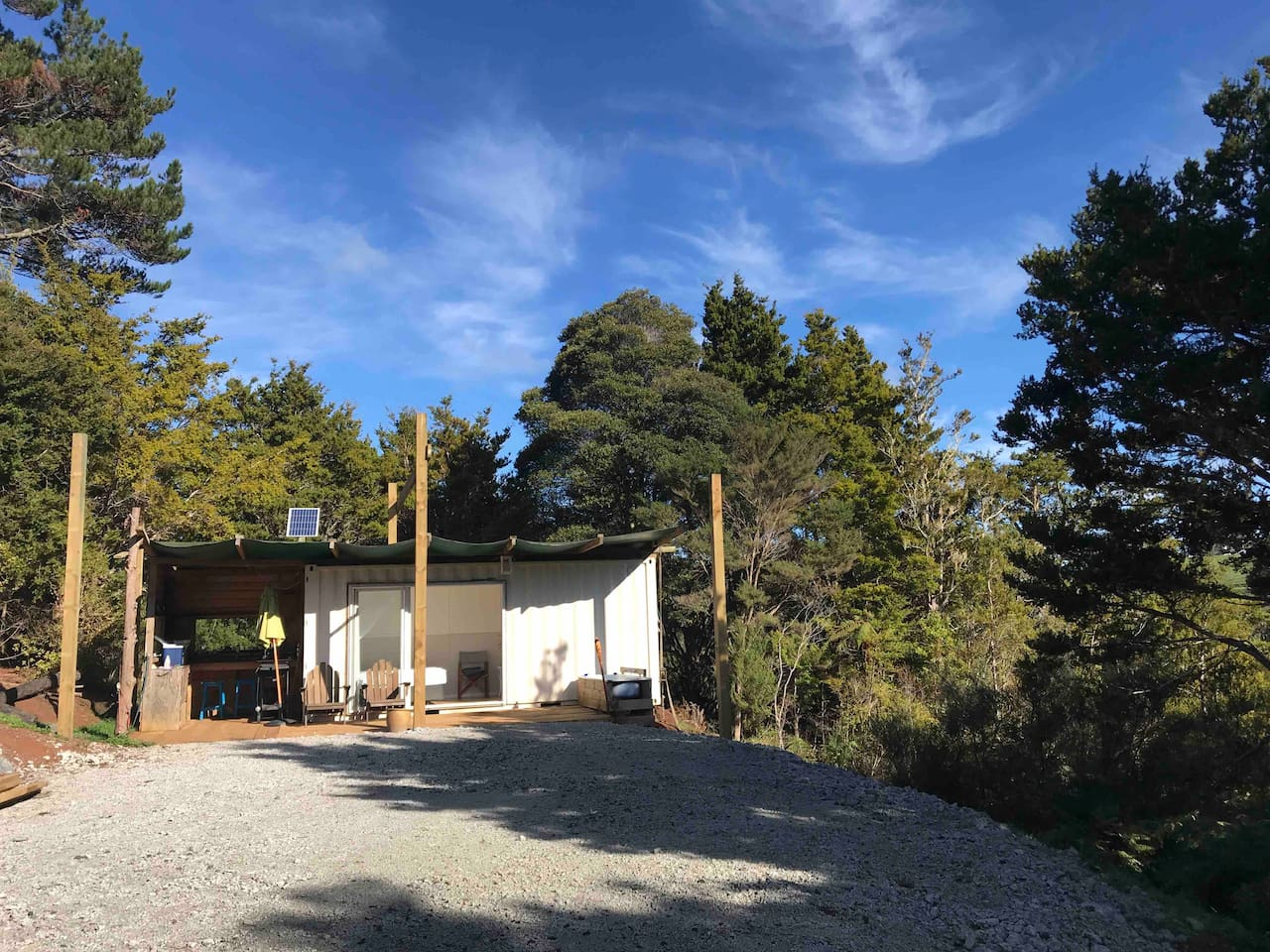 Off the grid shipping Container. Perfect retreat in Nature with outdoor bath and inside bathroom. Nestled in 35 acres of native forest with wild kiwi and morepork along with many other natives.