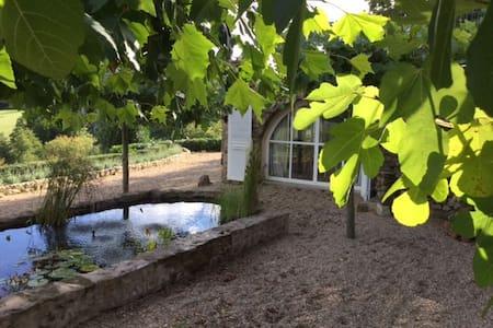 Uitzonderlijk mooi huis met adembenemend uitzicht - Larochemillay