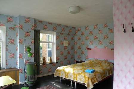 Vintage bed and breakfast - Pieterburen - Szoba reggelivel