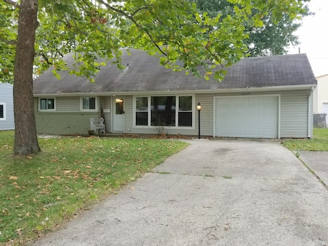 Cozy Cottage with GREAT location & garage parking