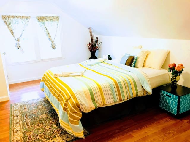 Two Master bed suite w/Bath near Tufts/10mi to BOS