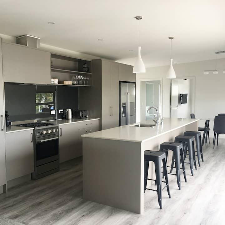 Modern 2 Bedroom Lakes Apartment -Tauranga
