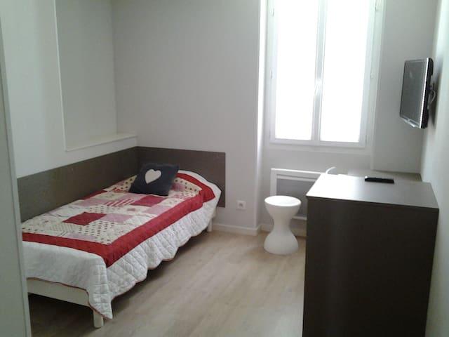 chambre meublé privative avec cour intérieur - Roanne - Apto. en complejo residencial