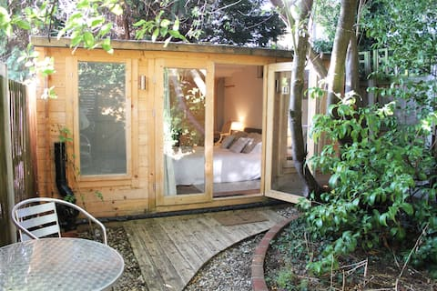 Cosy Garden Chalet in the heart of Whitstable