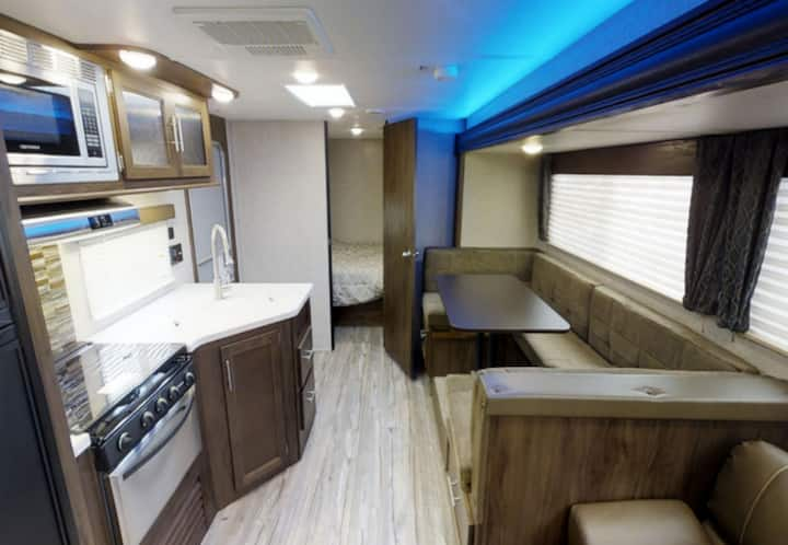 Grand Canyon RV Glamping Premium Suite - Camping in Style!
