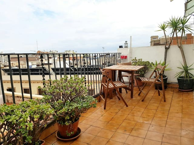 RAMBLAS [ ROOM 4-PAX] in terrace aparment - Barcelona - Apartment