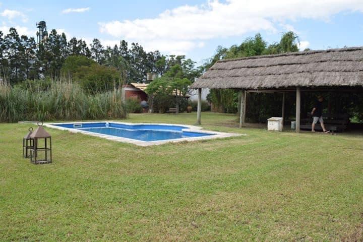 Amplia Casa De Campo con Piscina y Terreno 7000m2