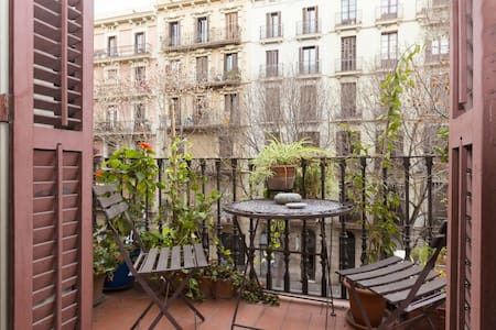 SUNNY BIG ROOMS + BALCONY - EIXAMPLE / S. ANTONI - Barcelona