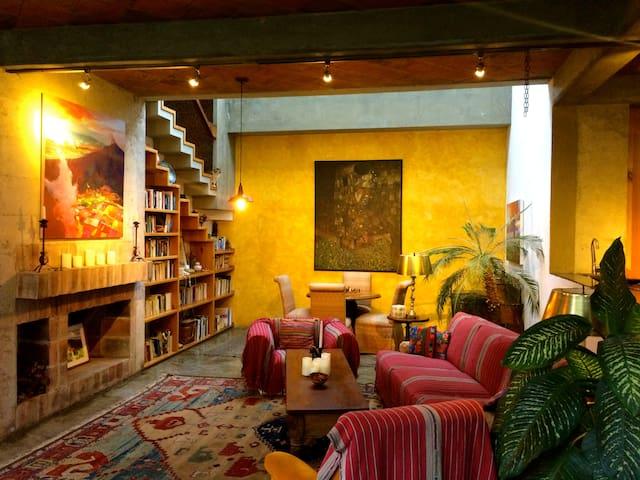 Coral Loft-Casa San Juan Posada Yoga & Ayurveda - Antigua Guatemala - Bed & Breakfast