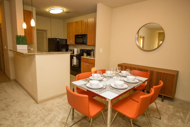 NUOVO | Perfect Vacation 1 Bd / 1 Bth Apartment :)