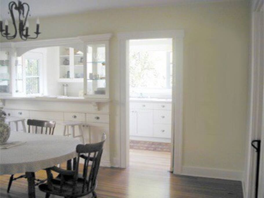 Full kitchen and dining room access.
