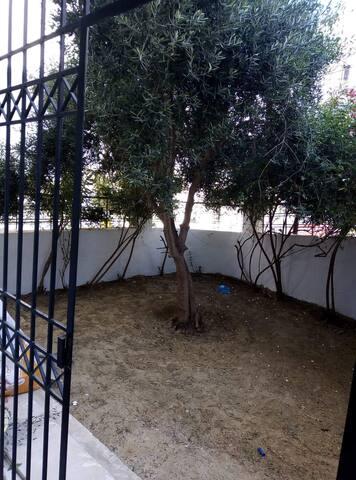 Magnifique S+2 avec jardin à gammarth extérieur
