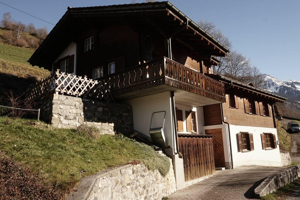 Gemeinsamer Hauseingang für beide Hausteile