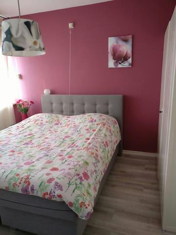 Knusse kamer - heerlijk bed! - Best - Huoneisto