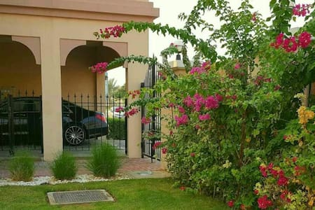 Dubai Rising 168 Bed and Breakfasts《2》 - Dubai - Villa