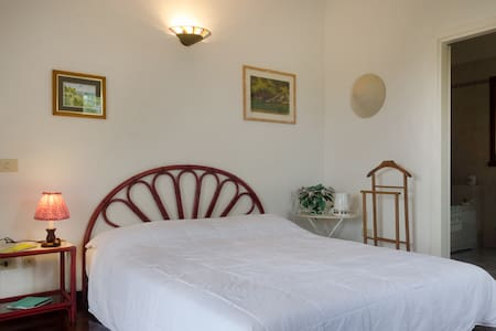 B&B - double room and bathroom - Portoferraio - Pousada