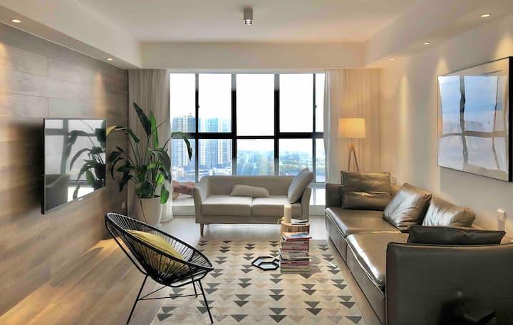 市中心 / 地暖 / 33楼顶层全景落地窗公寓