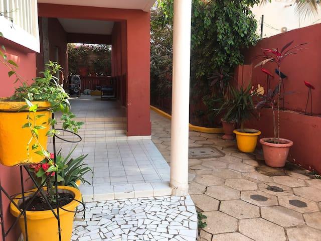 Villa  Calme et végétalisée au Coeur de Dakar