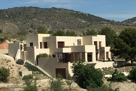 Stunning contemporary villa 10 min from the beach. - Aigües